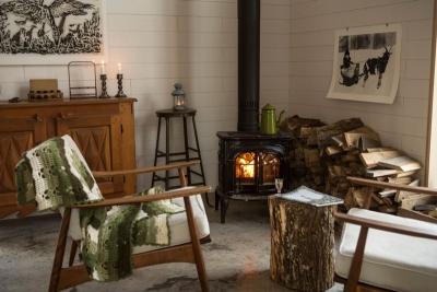 Le confort du poêle à bois, une bonne tisane, une couverture, de la lecture dans des fauteuils confortables....