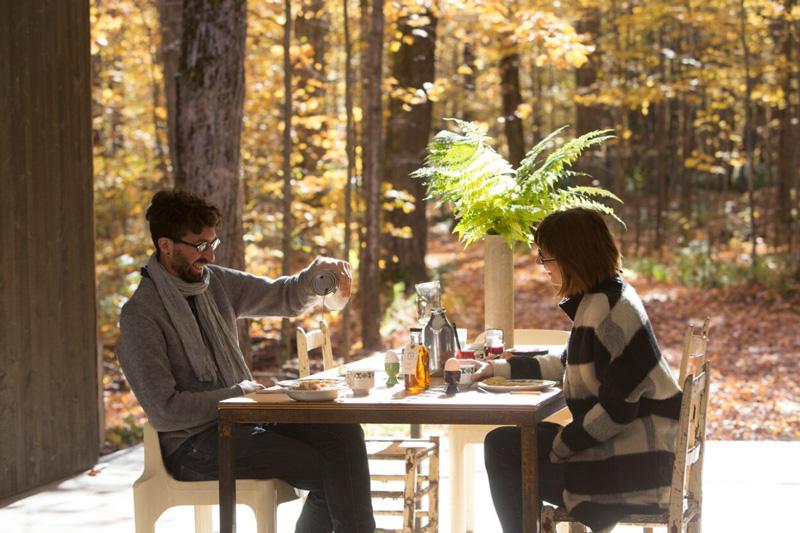 Petit déjeuner sous le préau, par un beau matin automnal. Sirop d'érable sur crêpe....